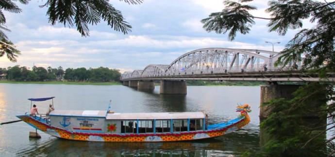 hue motorbike tour in vietnam