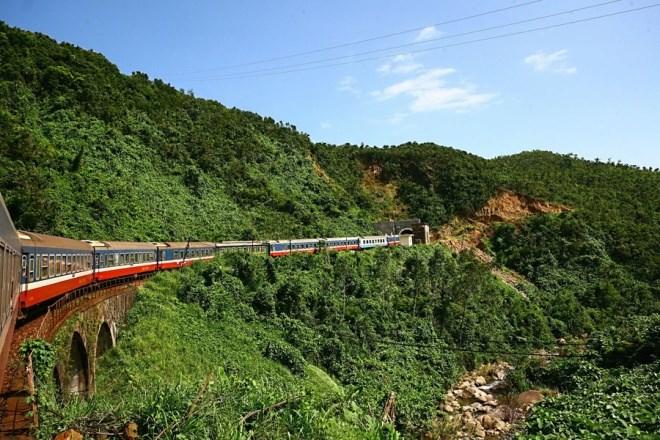 railway-Hai-Van-Pass-Viet-Nam