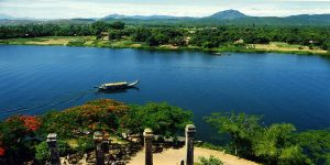perfume-river-hue-attractions