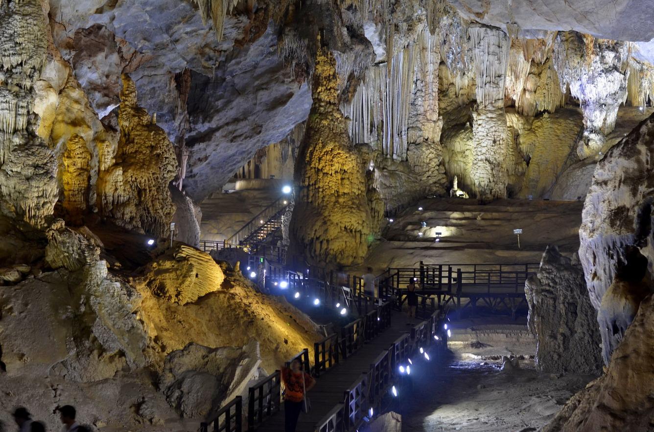 Paradise Cave Viet Nam