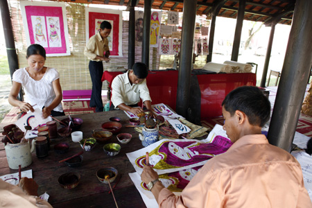 Sinh wood painting village